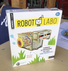 Achille le robot en carton à monter et à programmer sans ordinateur