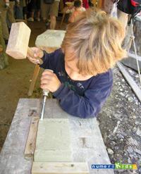 Atelier taille de pierre au château de Guedelon