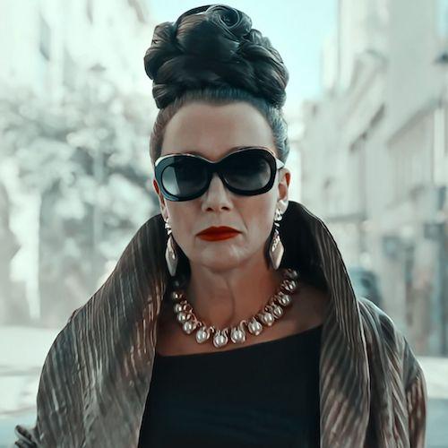 Emma Stone joue Baroness dans Cruella